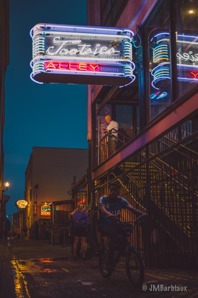 Nashville, street photography, tootsies, tootsies alley, neon lights, leica, m10