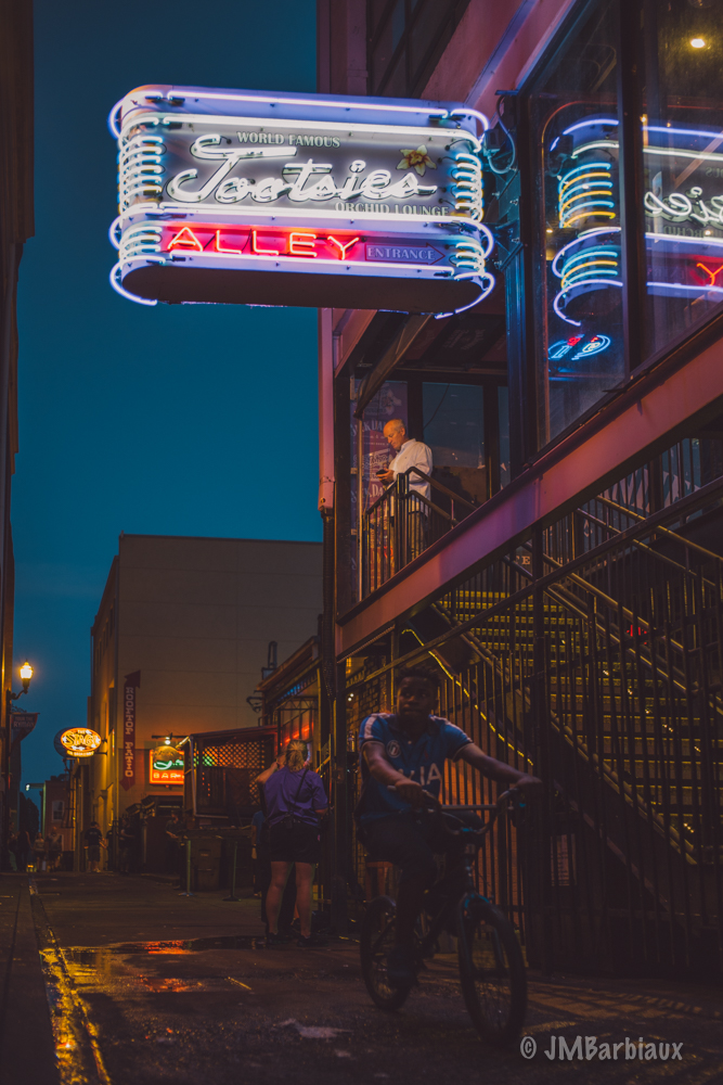 Nashville, street photography, tootsies, tootsies alley, neon lights, leica, m10